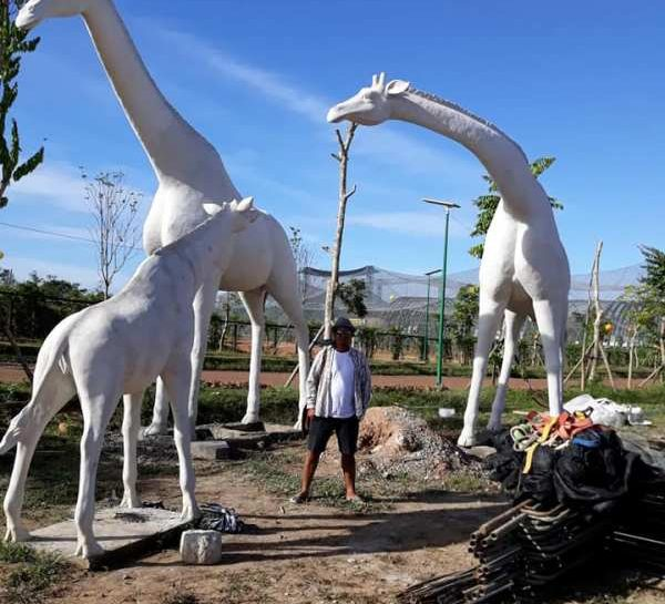 Giraffe Family Statue