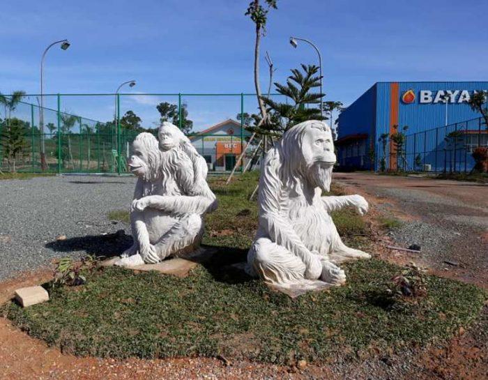 Gorilla Family Statue